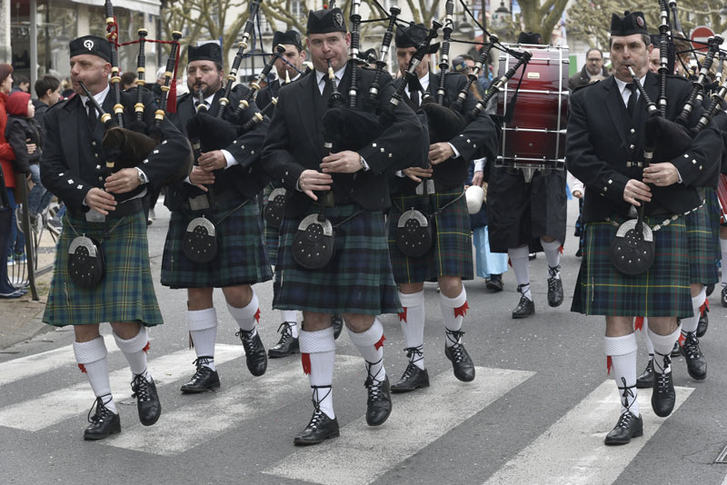 HIGHTLANDERS Pipeband